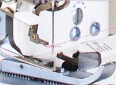 1本針3本糸ロックミシン写真03